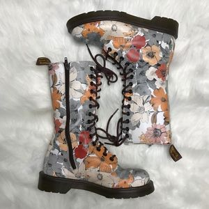 Dr. Martens Shoes - Dr. Martens Womens US 6 Botanic boots